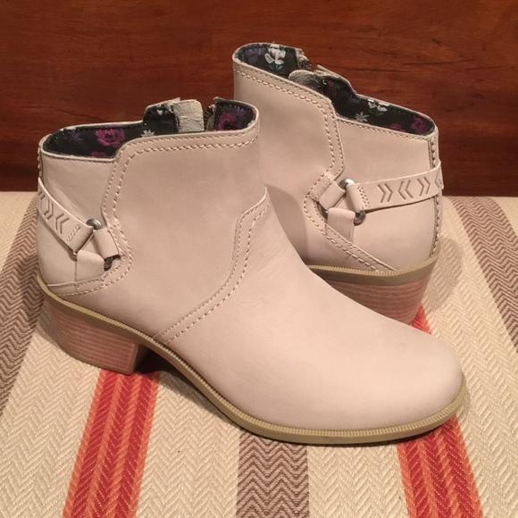 647690f6d Women's Teva Foxy Short Leather Zipper WP Boots. M_5b1478db9539f74c1e4682ee